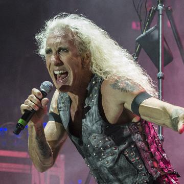 """DEE SNIDER DEBUTS MUSIC VIDEO FOR NEW TRACK """"DOWN BUT NEVER OUT""""; LEAVE A SCAR ALBUM OUT NOW; LOONEY TUNES IN-STORE SIGNING SESSION ANNOUNCED"""