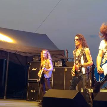 RATT FRONTMAN STEPHEN PEARCY SHARES VIDEO FOOTAGE FROM WAUKESHA COUNTY FAIR SHOW